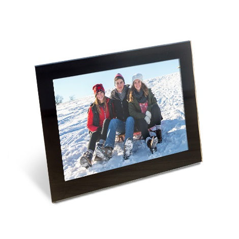"6x4"" Framed Photo of family in snow"