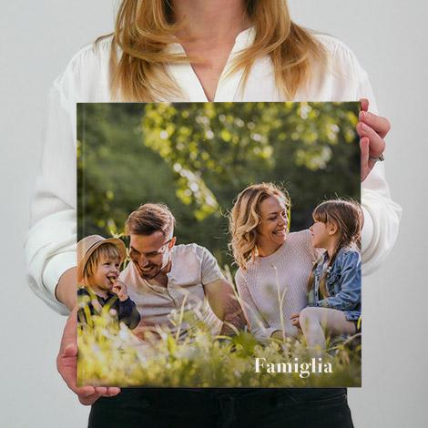 album fotografico in formato 30x30 quadrato con famiglia felice