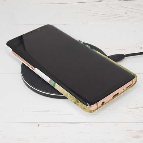Supports wireless charging without needing to remove the case.